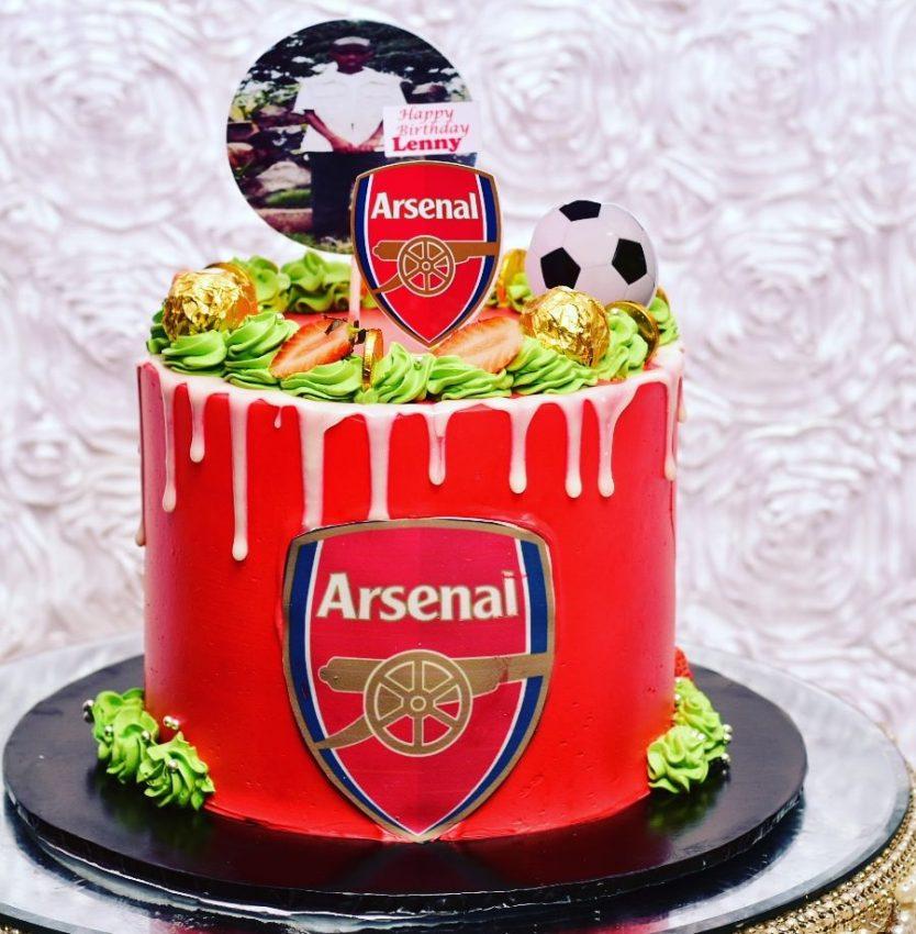 Arsenal theme cakes